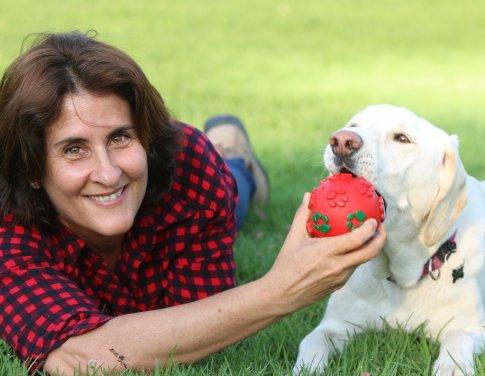 אירית  אלרועי - מחברת בין אנשים לכלבים thumb